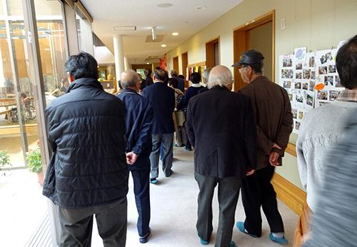 池田町福祉委員民生委員のみなさまによるかいさいの華視察の様子