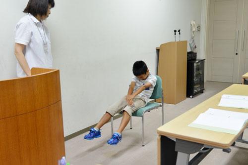 介護チャレンジスクール 筋力・身体機能低下による立ちにくさを体験